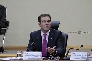 Lorenzo Córdova Vianello Consejero Presidente del INE en la sesión extraordinaria del 1 de julio 2018 en el reporte del conteo de votos salón principal