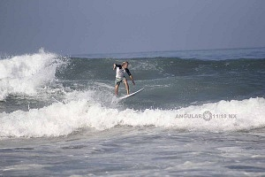 Surfista Austin Neumann de Estados Unidos en el Hurrley Surf Open Acapulco 2018 final