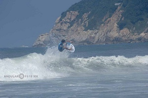 Surfista Cole Houshmand de Estados Unidos en el Hurrley Surf Open Acapulco 2018 en la Final playa revolcadero