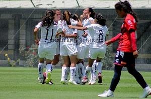 festejo de las jugadoras de Pumas tras el triunfo frente al Veracruz en la cancha 1 de la cantera 2018