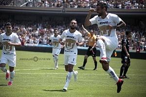 festejo del gol de Kevin Escamilla extremo de los Pumas