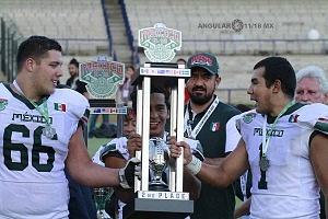 trofeo del segundo lugar para México en el Mundial de Fútbol Americano u-19 2018
