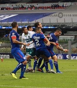 Cruz Azul le Gana en el Torneo de Copa al Zacatepec 2-0 en el Estadio Azteca 10
