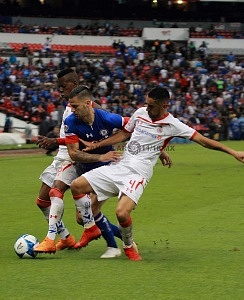 Cruz Azul vence al Toluca en el Coloso de Santa Úrsula en la jornada 6 del torneo apertura 2018 de la Liga MX balón dividido 1