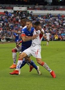 Cruz Azul vence al Toluca en el Coloso de Santa Úrsula en la jornada 6 del torneo apertura 2018 de la Liga MX balón dividido
