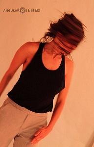 El proyecto de danza contemporánea MO+ presenta Amorfa interpretada por Melva Olivas l