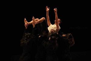 Laleget Danza presentó el estreno de TheCoat, Manesés y la esquizofrenia, en el Palacio de Bellas Artes