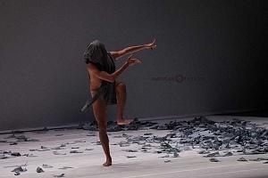 Laleget Danza presentó el estreno de TheCoat, Manesés y la esquizofrenia y el solo False Cognate en el Palacio de Bellas Artes 1