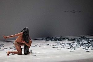 Laleget Danza presentó el estreno de TheCoat, Manesés y la esquizofrenia y el solo False Cognate en el Palacio de Bellas Artes 2