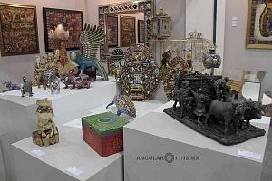 Stands de antiguedades en la Sala de Exposción Zona Maco (2)