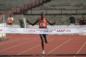 keniata Tikus Eriku ganador de la edición XXXVI del Maratón de la Ciudad de México
