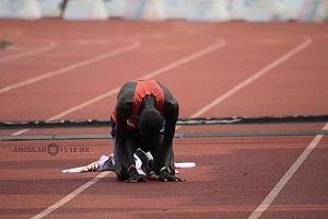 keniata Tikus Eriku ganador de la edición XXXVI del Maratón de la Ciudad de México despues de cruzar la meta an
