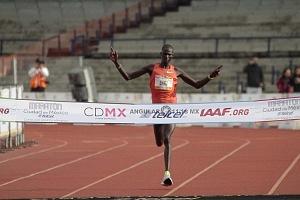 keniata Tikus Eriku rompe el record de la edición XXXVI del Maratón de la Ciudad de México
