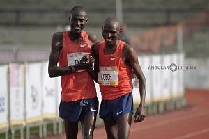 keniata Tikus Eriku y Edwin Kipngetich Koech despues de cruzar la meta del maratón de la CDMX 2018