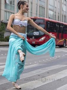la compañía de danza clásica Ardentía llevo a la calle fragmentos de los clasicos El Lago de los Cisnes, El Quijote entre otros va
