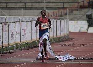 primer lugar femenil del Maratón de la Ciudad de México 2018 la etíope Etaferahu Woda llegando a la meta