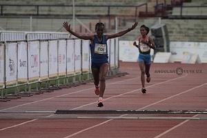segundo lugar femenil del Maratón de la Ciudad de México 2018 la etíope Fantu Eticha Jimmacon llegando a la meta con los brazos abiertos