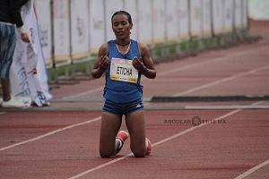 segundo lugar femenil del Maratón de la Ciudad de México 2018 la etíope Fantu Eticha Jimmacon terminando la carrera