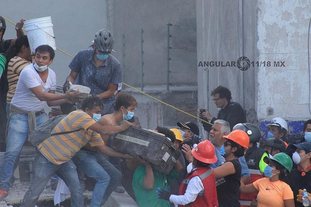 CDMX 19 de Septiembre de 2017, ciudadanos en busca de sobrevivientes ,en edificio colapsado tras sismo de 7,1 en la escala de rihcter (fotos archivo)