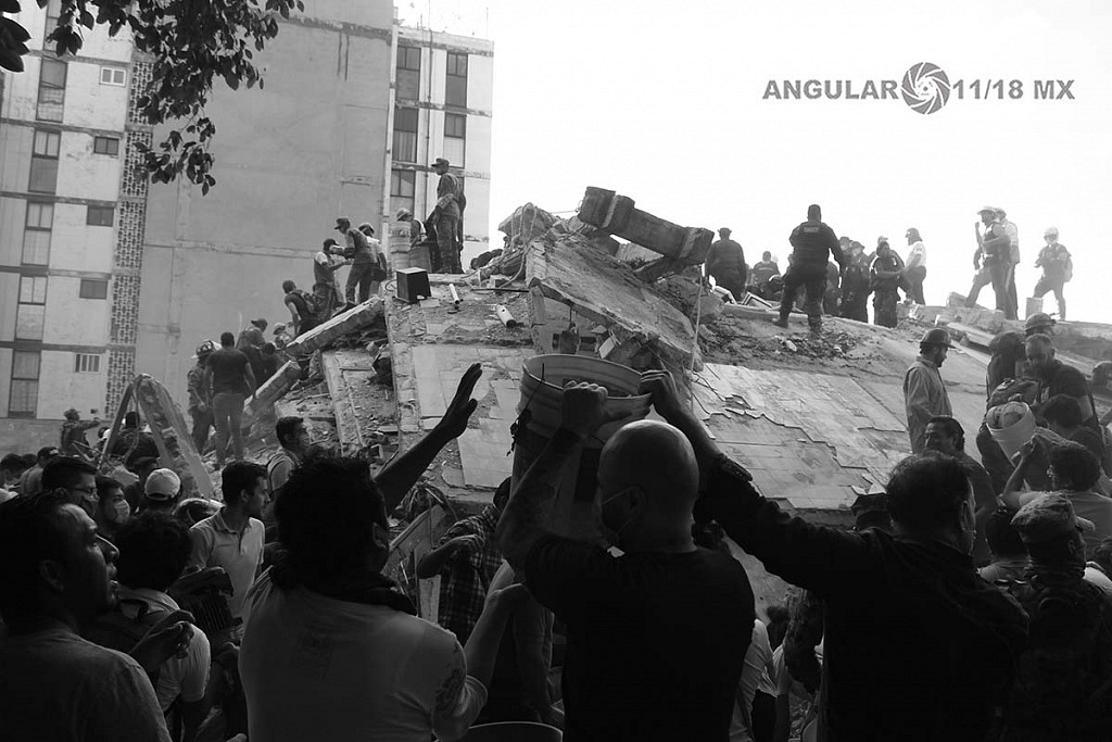 CDMX 19 de Septiembre de 2017, ciudadanos y autoridades , removiendo escombros , en edifico colapsado tras terremoto de 7,1 en la escala richter (fotos archivo)