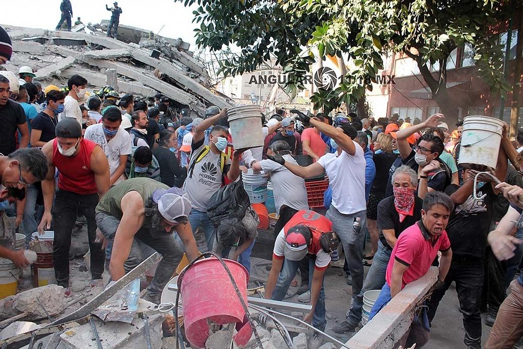 CDMX 19 de Septiembre de 2017, ciudadanos y autoridades , removiendo escombros , en edifico colapsado,tras terremoto de 7,1 en la escala richter (fotos archivo)