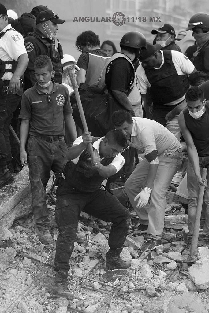 CDMX 19 de Septiembre de 2017 , elementos de seguridad en busca de sobrevivientes ,en el edificio colapsado (fotos archivo)