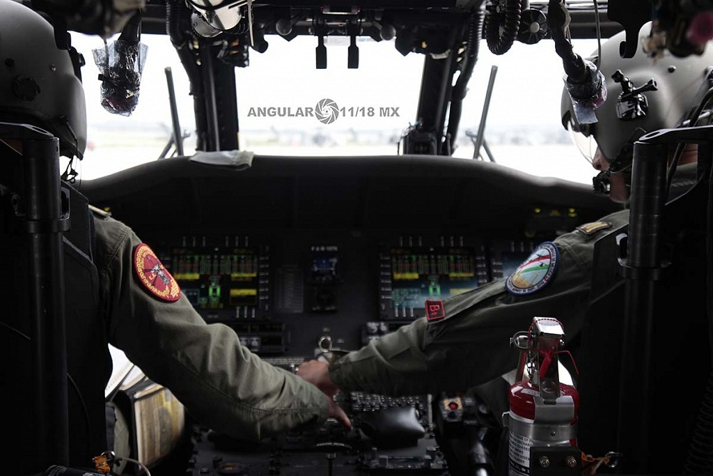 Cabina de un Helicóptero UH-60M Black Hawk
