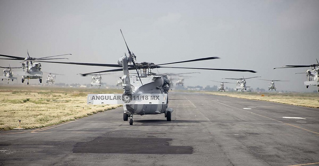 Despegue de Helicópteros UH-60M Black Hawk durante la parada aérea 2018, escuadron 107