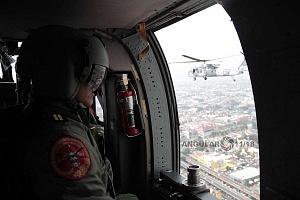 Escuadrón 107 a bordo de una aeronave modelo UH-60M Black Hawk
