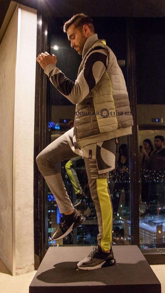 Fashion Weekend presentó tres pequeñas historias en una pasarela performativa dentro del Live Aqua