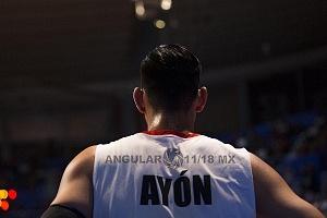 Gustavabo Ayón seleccionado mexicano de basquetbol en el juego frente Argentina 14 de septiembre