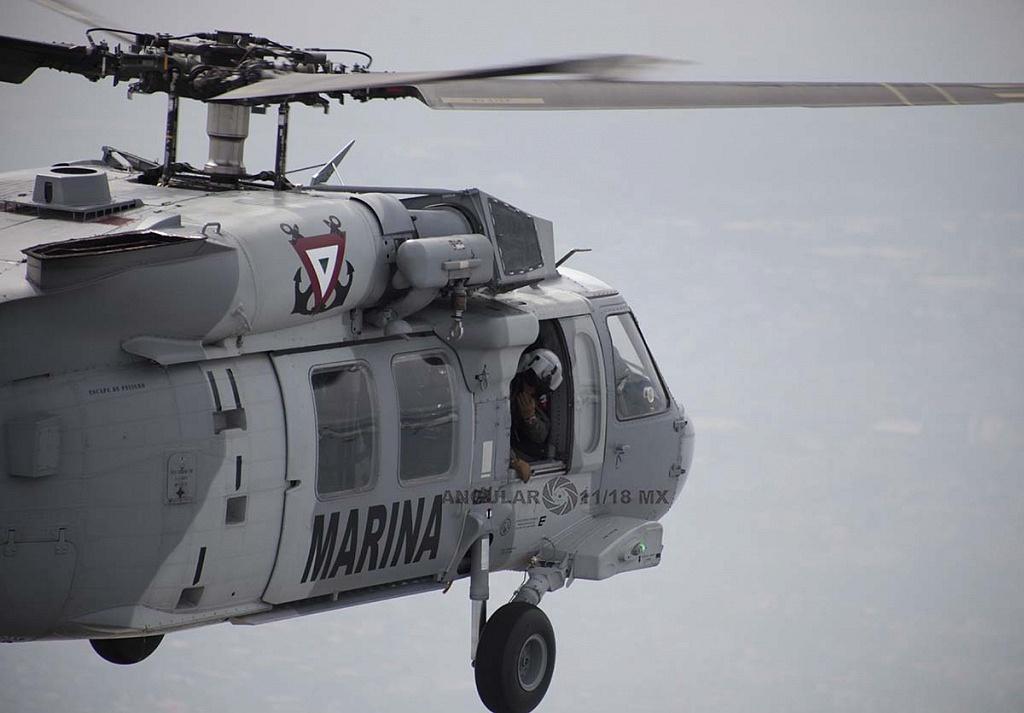 Helicóptero UH-60M Black Hawk en vuelo, durante la parada aérea militar del 16 de septiembre de 2018