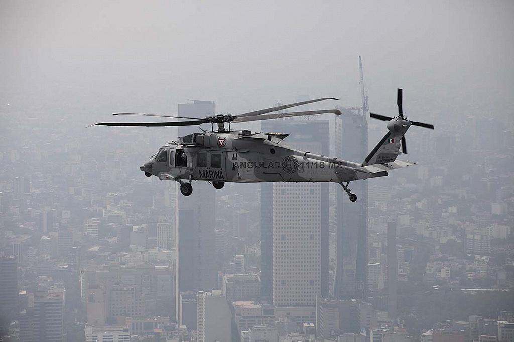 Helicóptero, UH-60M Black Hawk en vuelo durante la parada aérea militar del 16 de septiembre de 2018