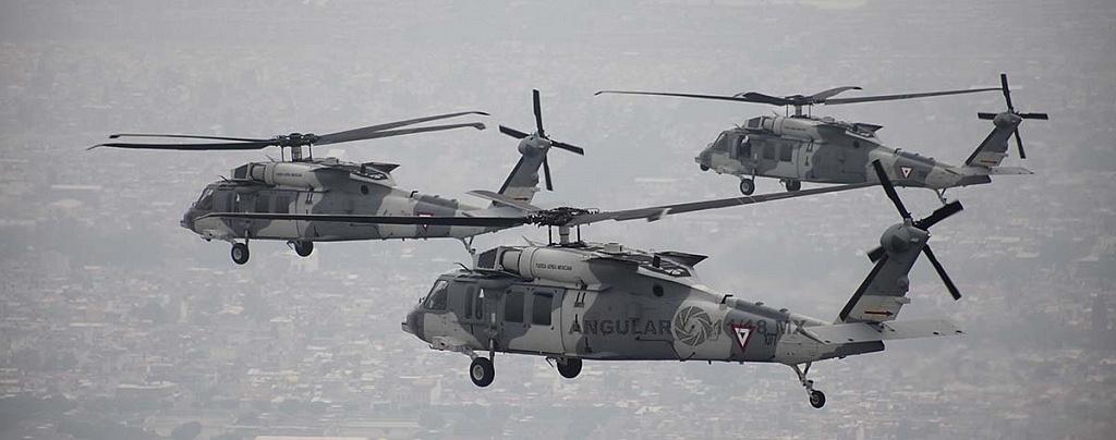Helicópteros, UH-60M Black Hawk en formación cerrada durante la parada aérea militar del 16 de septiembre, de 2018