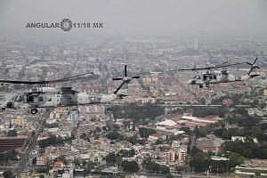 Maniobra de aeronaves UH-60M Black Hawk durante la parada aérea con motivo del desfile del 16 de septiembre de 2018