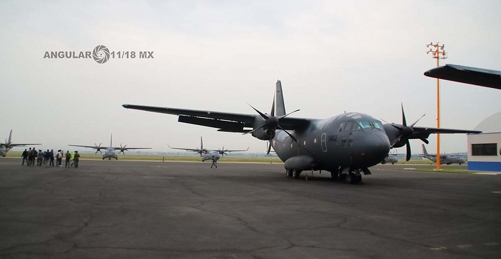 Parada aérea militar 2018, aeronave de ala fija modelo C-295 casa, antes del despegue