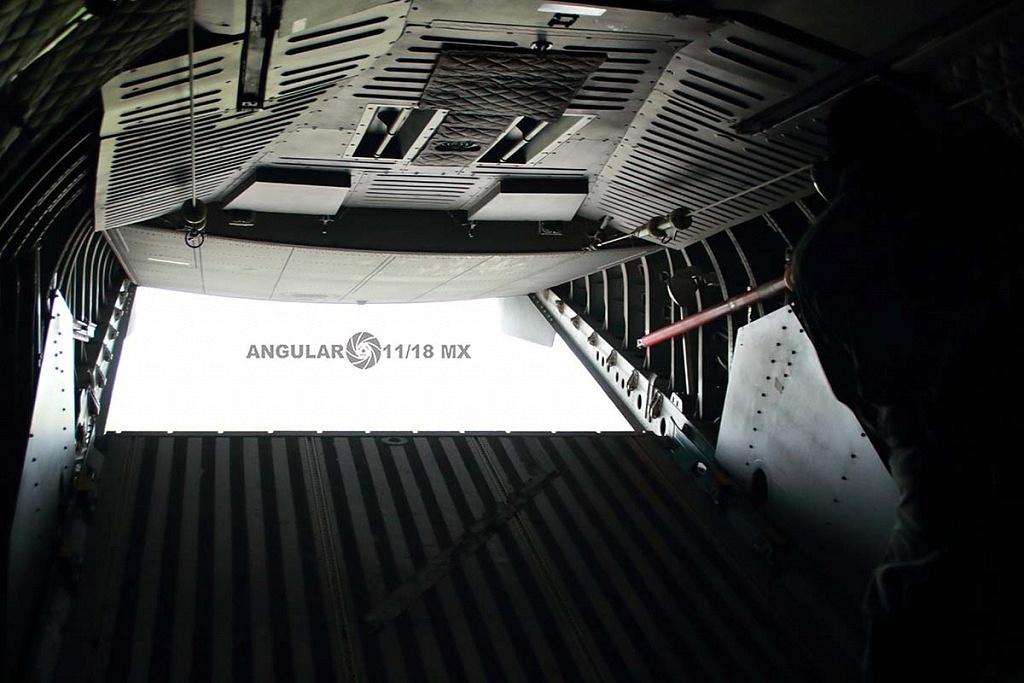 Parada aérea militar 2018, aeronave de ala fija modelo C-295 casa, interior