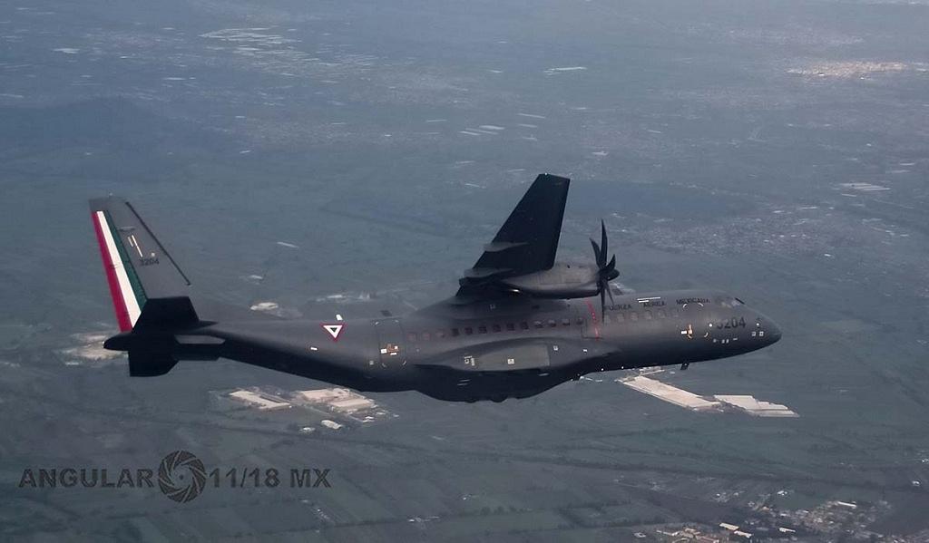 Parada aérea militar 2018, aeronave de ala fija, modelo C-295 casa, realizando maniobras