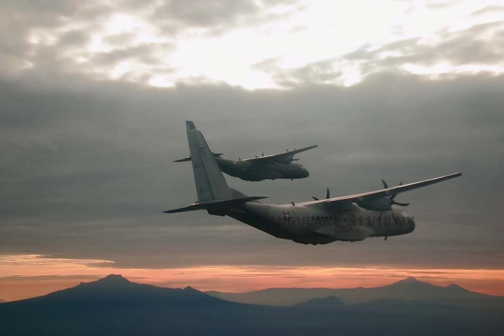 Parada aérea, militar 2018, aeronaves de ala fija, modelo C-295 casa, realizando maniobras