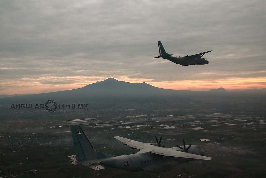Parada aérea, militar, 2018, aeronaves de ala fija, modelo C-295 casa, realizando maniobras