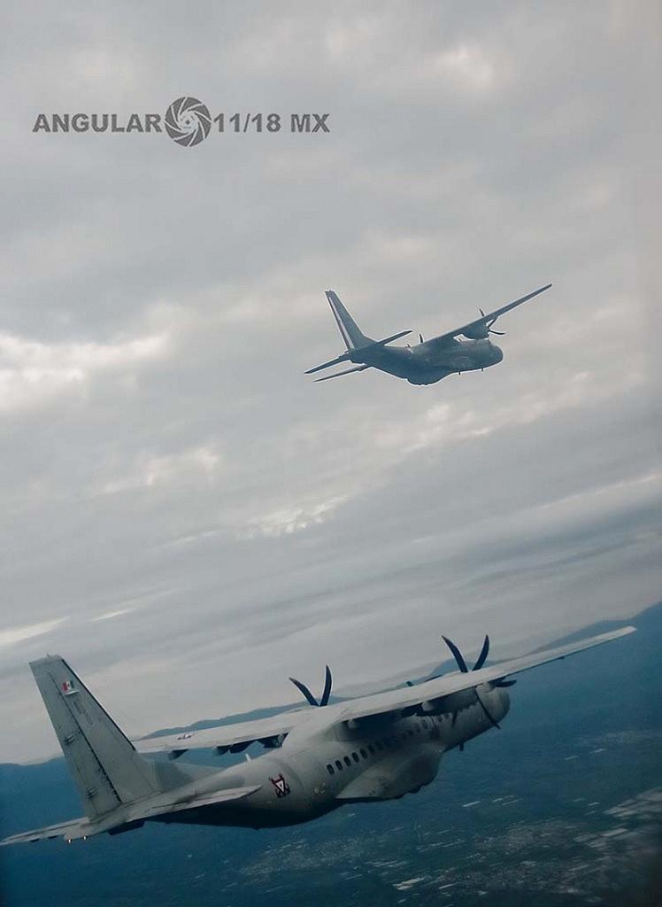 Parada aérea militar 2018, aeronaves de ala fija modelo C-295 casa, realizando maniobras