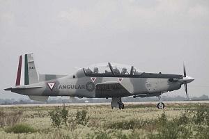Parada aérea militar 2018 despegue de un avión, caza de la Fuerza Aérea Mexicana
