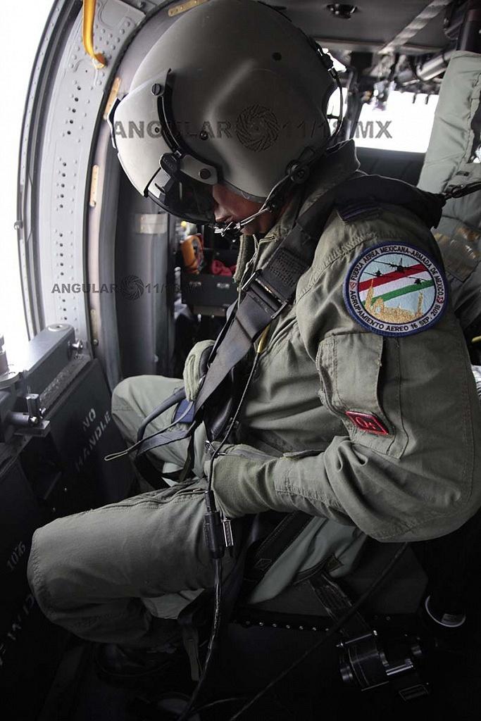 Tripulación del Helicóptero UH-60M Black Hawk