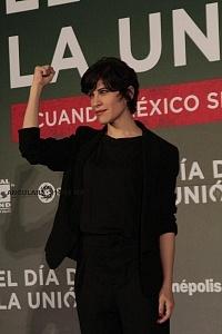 Ximena Ayala actriz de la cinta El día de la unión en conferencia de prensa 1