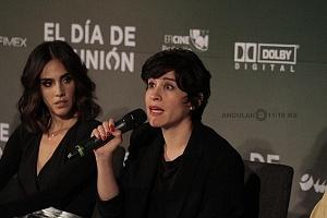 Ximena Ayala actriz de la cinta El día de la unión en conferencia de prensa