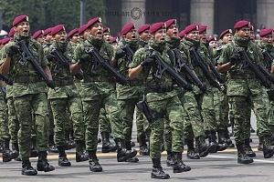 Se conmemoró  el 208 aniversario de la independencia de México con el tradicional  desfile militar