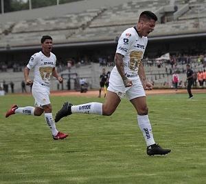 festejo del gol de Pumas de parte de Juan Manuel Iturbe, en la jornada 9, del torneo apertura 2018
