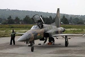 preparación de un F-5 TIGRE en la base aérea Santa Lucia