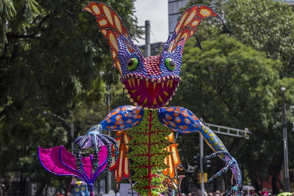 Alrededor de 200 alebrijes, desfilaron por la Ciudad de México, este sábado 20, de octubre de 2018 2