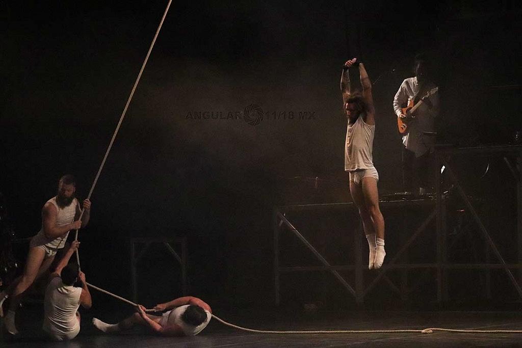 Cirque Alfonse de Canda presentó su espectáculo Tabarnak en el Teatro Esperanza Iris de la Ciudad de México